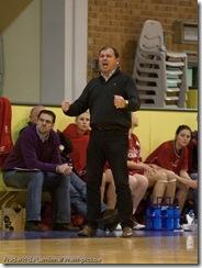 réaction du coach lors d'un match de basket