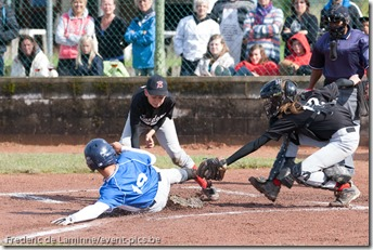 2012 Belgian Little League Championships : finale game between Flanders East (black) and Brussels (blue). Flanders East won the championship for the 2nd time in a row.
